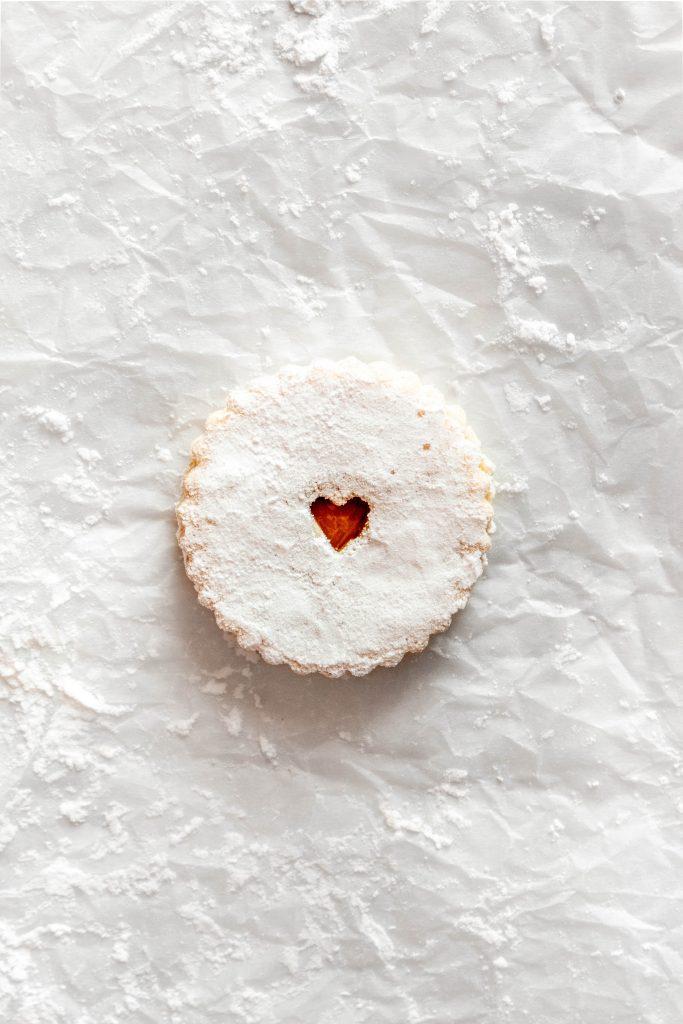 Russian Jam Cookies | damnspicy.com #cookies #linzercookies #nutfreelinzer #easycookierecipes #russiandesserts #russianrecipes