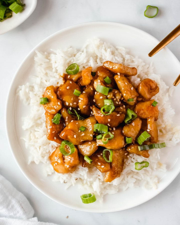 Easy Healthy Chinese Lemon Chicken Recipe. This Healthy Lemon Chicken is ready in just 20 minutes and has a deliciously sticky lemon sauce! | damnspicy.com