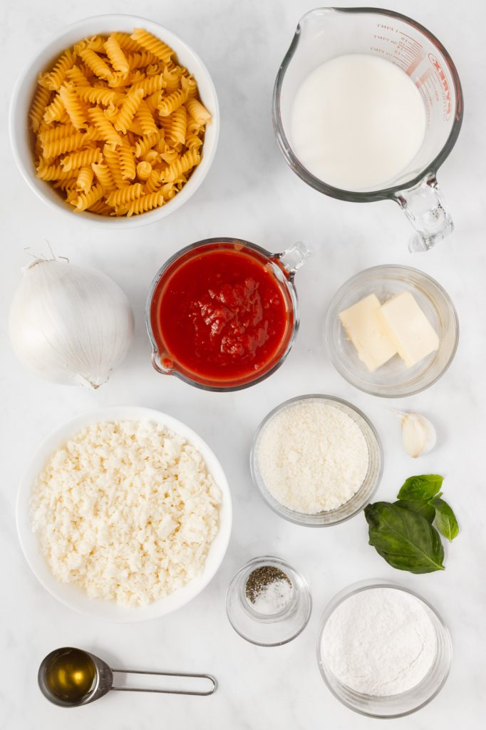 Ingredients for baked pasta with white sauce